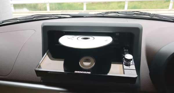 レンタカーの車側CDデッキ設置の例
