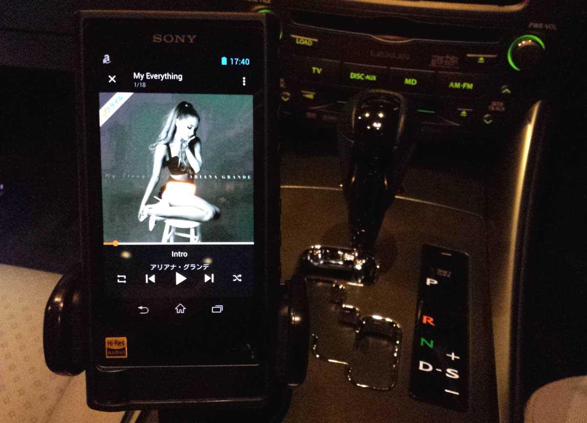 モバイル機器+音楽聴き放題アプリ使用イメージ
