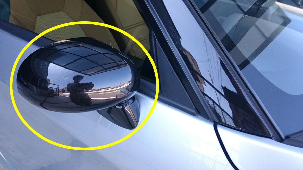風切音の原因の車のドアミラー