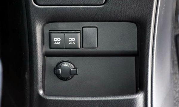 トヨタ車の充電専用USB端子