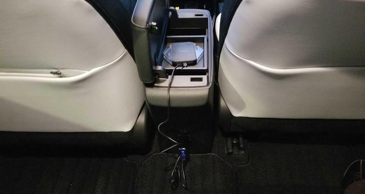 プリウス純正100Vコンセントにワイヤレス充電パッド接続