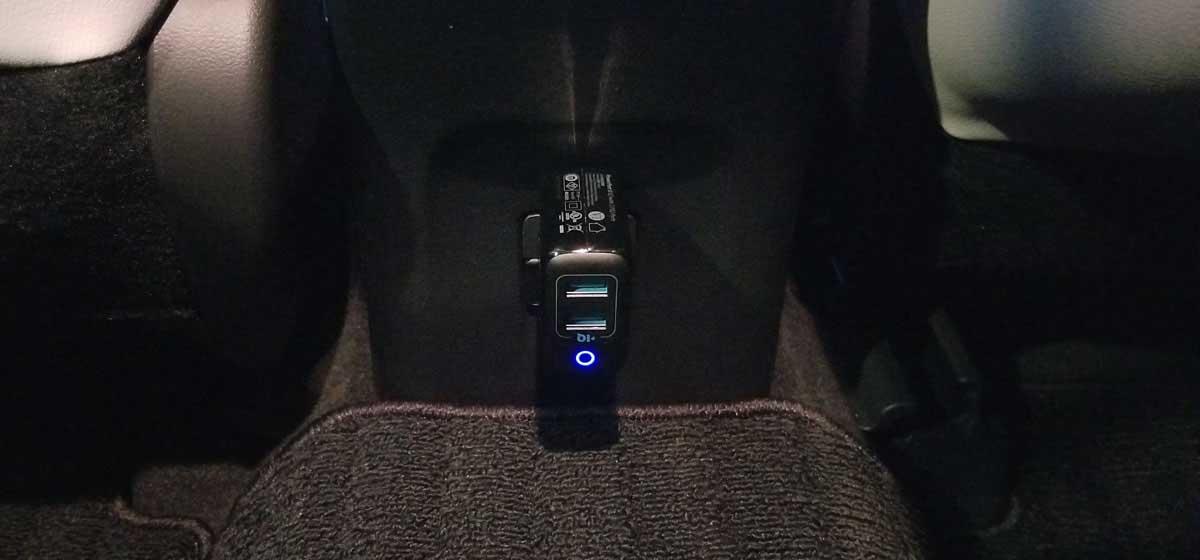 プリウス純正100Vコンセント+QC3.0非対応USB充電器
